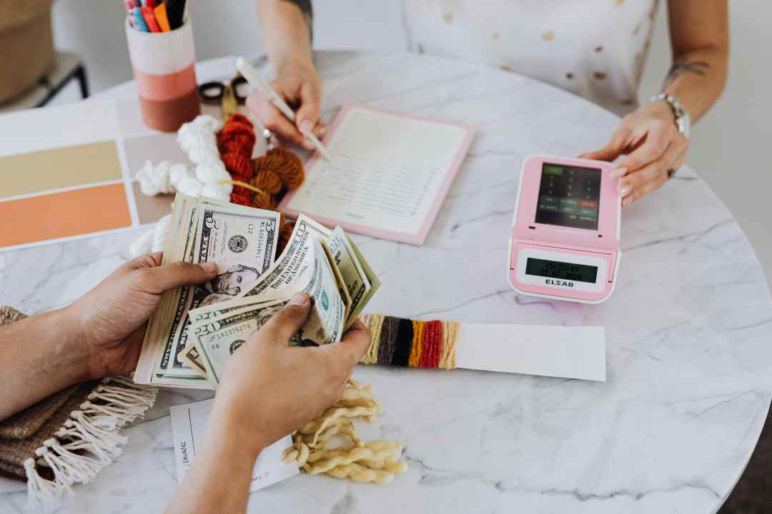 how to create a budget that works and how to stick to a budget