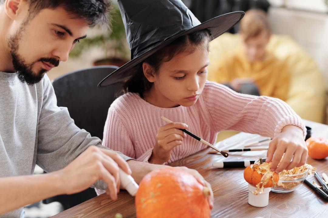 tips for planning a fun and happy Halloween party for kids