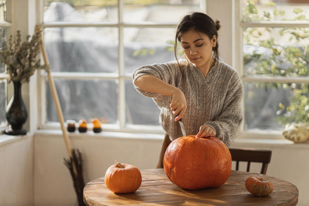 Spending Halloween alone - Fun activities to do on Halloween by yourself, fun things to do on Halloween alone, How to celebrate Halloween when you are alone